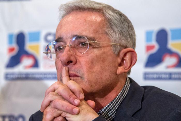 «Yo no voy a apoyar candidatos, yo voy a apoyar a la democracia», Álvaro Uribe Vélez