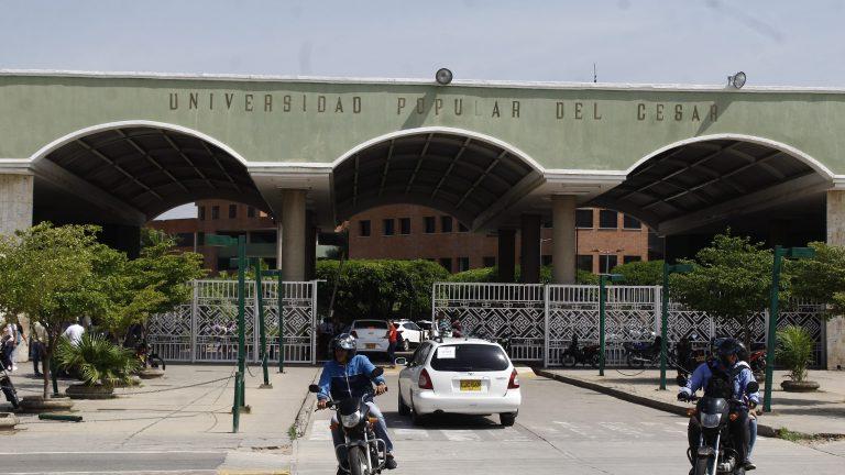 """""""Tuvimos retrasos, pero ya la empresa está entregando los diplomas"""", vicerrector administrativo de la UPC"""
