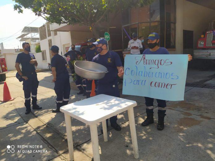 Canasta solidaria en Cuerpo de Bomberos