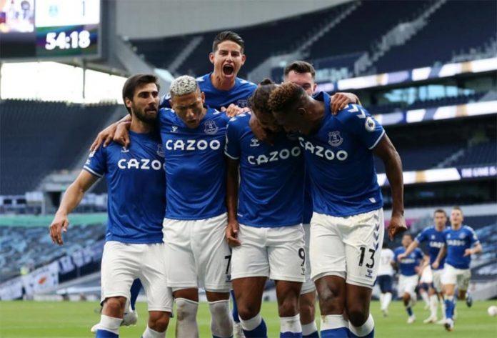 James y Yerry en el Everton