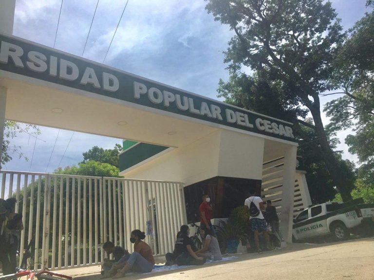 Estudiantes de la UPC bloquean entrada de la universidad sede Hurtado