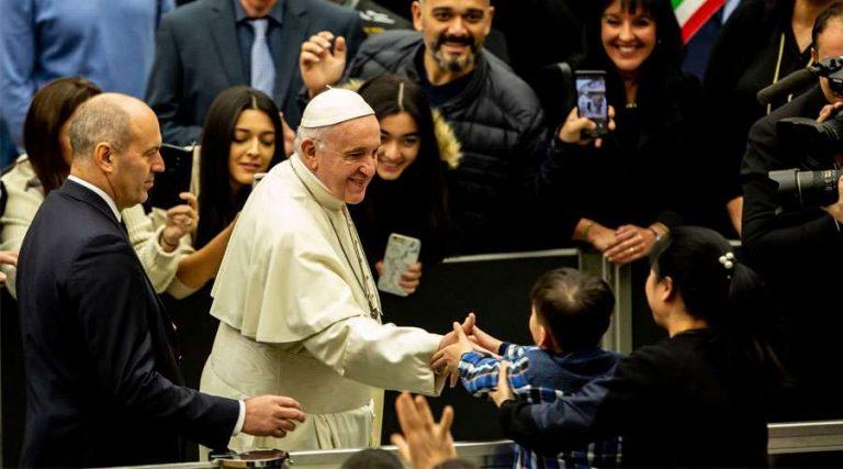 """""""Un enfermero me salvó la vida»: Papa Francisco"""