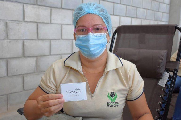 Inicia vacunación para agentes educativos y madres comunitarias del ICBF en Valledupar, Cesar