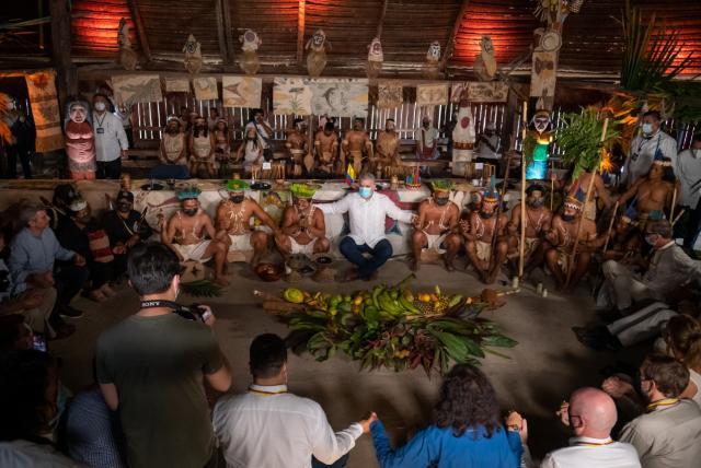 La verdad sobre la fotografía del presidente Duque con indígenas en Amazonas