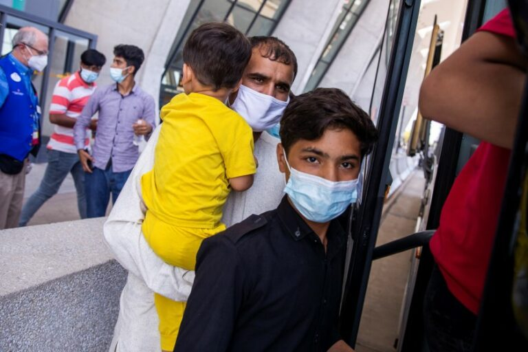 Así se ven los afganos que ya han llegado a Colombia