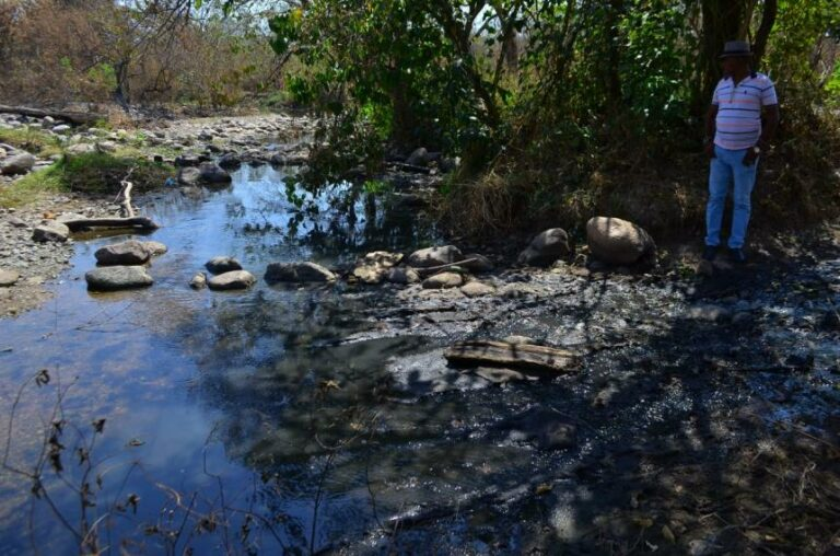 Mariangola en alarma por desbordamiento de las aguas negras