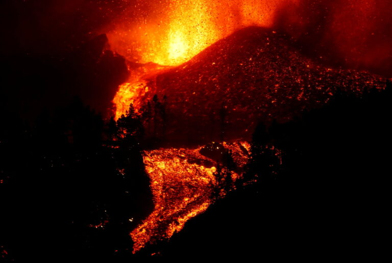 La erupción del volcán de La Palma en España elevó a 6.000 los evacuados