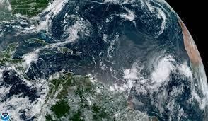 """Larry podría convertirse en un huracán """"grande y poderoso"""" el viernes"""