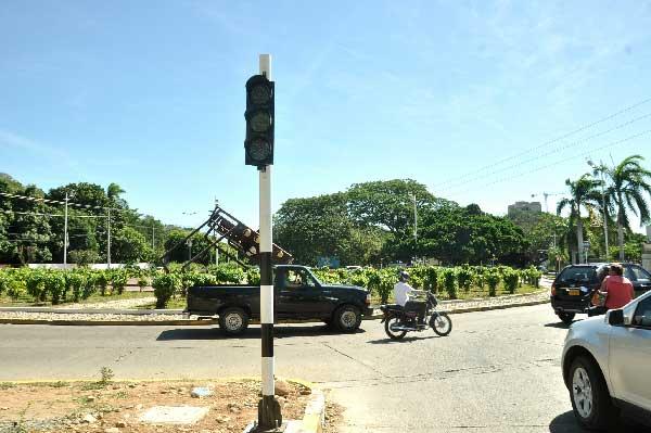 Denuncian fallas de semáforo en cercanías al Pedazo de Acordeón